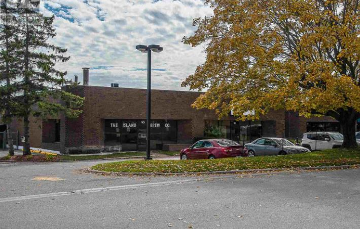 exterior view 333-555 California Avenue Brockville commercial units for lease